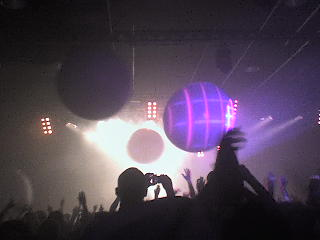 See those balloons!? They were massive and by the end of the show, had all been destroyed on hot lights.